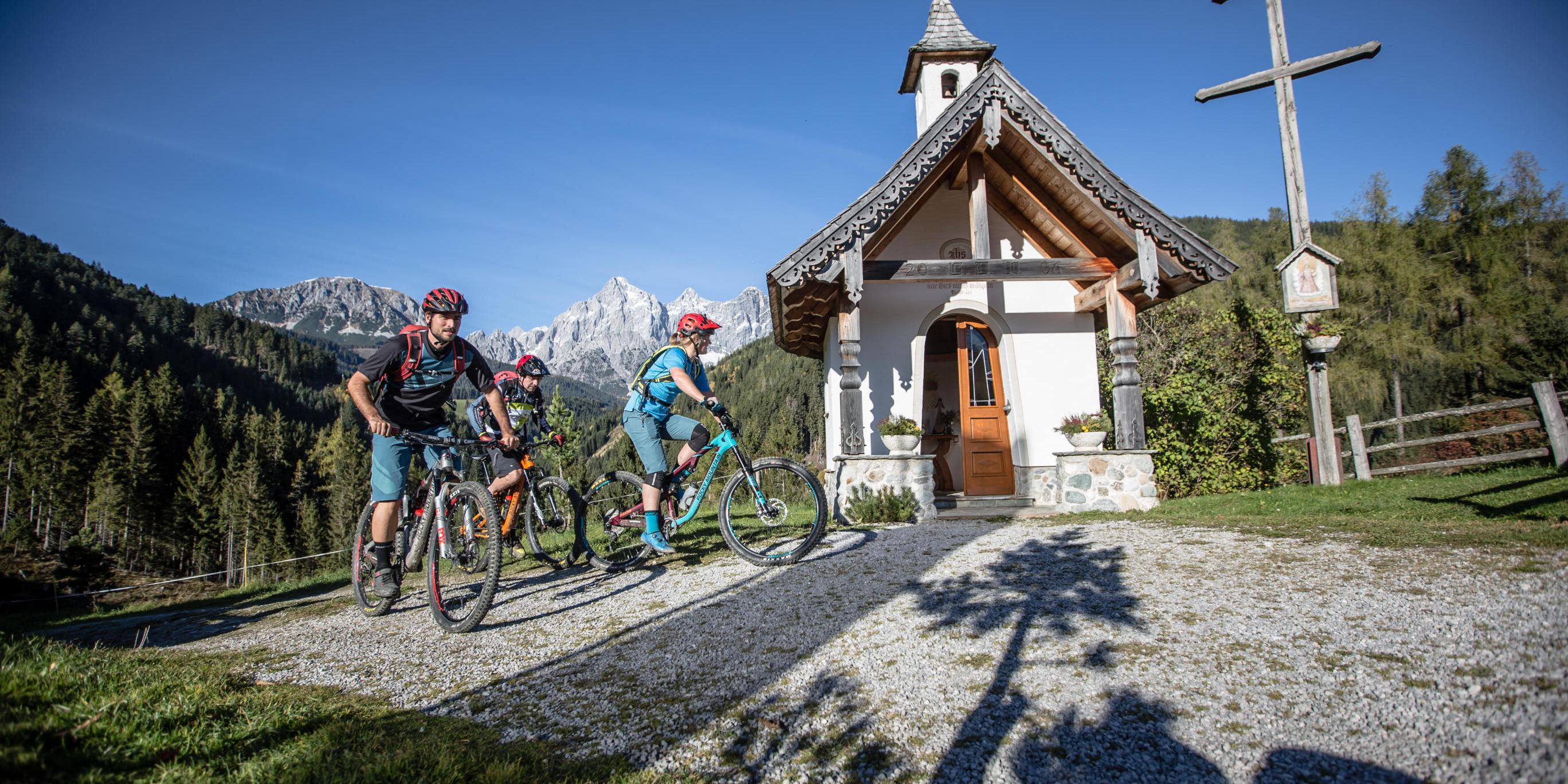 Mountainbike-Tour Stoneman Taurista MTB zwei Tage Silber: Kapelle am Checkpoint Mandlberggut im Salzburger Land (Österreich)